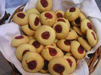 Alejandra: PEPAS DE MEMBRILLO by osvaldo gross Donut Recipes, My Recipes, Sweet Recipes, Cookie Recipes, Dessert Recipes, Favorite Recipes, Icing Recipes, Recipies, Baking Cupcakes