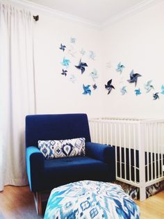 Love this DIY pinwheel wall art in the nursery corner! (Paired with this fab Sleepytime Rocker from @Manar Odeh Works) #nursery
