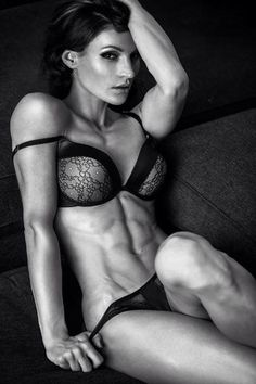 Female Form #StrongIsBeautiful #Motivation #WomenLift2