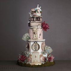 Trendy party decorations simple alice in wonderland 70 ideas Crazy Cakes, Fancy Cakes, Alice In Wonderland Wedding Cake, Gothic Cake, Carousel Cake, Cake Wrecks, Amazing Wedding Cakes, Amazing Cakes, Dream Cake