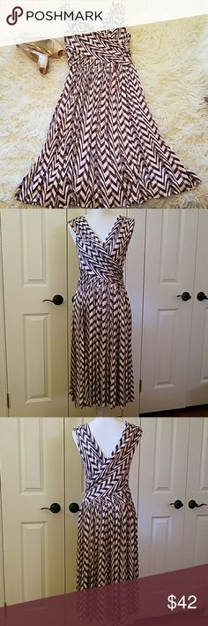 "Anthro Tracy Reese Dynamic Zigs dress, sz M Plenty by Tracy Reese Dynamic Zigs dress, burgundy, gray, and cream chevron print jersey. V neck, pullover dress, with ruching at the hip, and pleated skirt. 42"" long. Excellent condition! Anthropologie Dresses Midi"