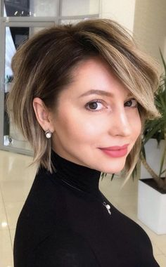 Bob Haircuts For Women, Short Bob Haircuts, Haircuts For Over 50, Long Pixie Hairstyles, Celebrity Hairstyles, Styles Courts, Short Haircut Styles, Short Bob Styles, Haircut Styles For Women