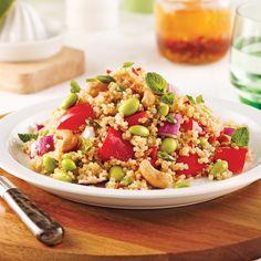 Salade de quinoa, légumes et noix de cajou - Les recettes de Caty Orzo Risotto, School Lunch, Couscous, Fried Rice, Cobb Salad, Grains, Salads, Vegan, Ethnic Recipes