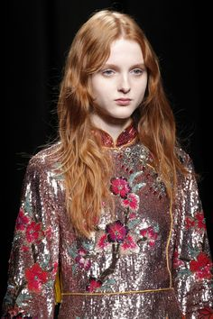 Русская: Gucci Fall - Winter 2016/2017. Model: Madison...