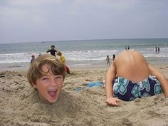 Funny headless body pictures at the beach vacation pictures, funny Funny Beach Pictures, Vacation Pictures, Cute Pictures, Amazing Pictures, Family Pictures, Beach Fun, Beach Trip, Baby Beach, Beach Ideas