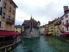 Descubre Annecy, una de las ciudades más bellas de Francia.