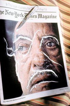 """'CC1: Trashiscapes', intervenção com cocaína em imagem do cineasta espanhol Luis Buñuel feita por Hélio Oiticica e Neville d'Almeida. A obra faz parte da série """"Cosmococas"""", de 1973"""
