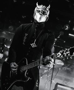 Omega and his Hagström guitar