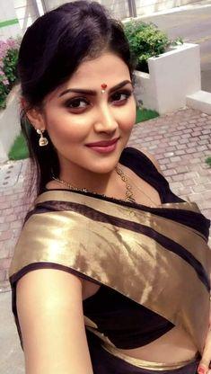 Beautiful Girl In India, Beautiful Blonde Girl, Beautiful Women Pictures, Beautiful Girl Image, Beautiful Roses, Cute Beauty, Beauty Full Girl, Beauty Women, Beauty Girls