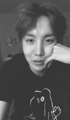OMFG THIS IS LIKE MY FAVORITE PICTURE EVER OF HOBI. SO FRIGGIN BEAUTIFUL <333