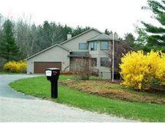 1177 Fairway Pointe Dr  $199  House Size:2,518 Sq Ft  Lot Size:1.00 Acres