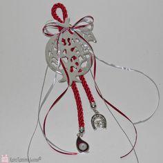 Ρόδι γούρι 2018! Συμβολικό γούρι για το νέο έτος με μεταλλικό, επάργυρο ρόδι, σύμβολο αφθονίας, δεμένο σε ένα εντυπωσιακό κορδόνι και διακοσμημένο με κορδέλες και μεταλλικά στοιχεία. Είναι χειροποίητο και κατασκευασμένο στο κατάστημα Lucas. Metal pomegranate decorated as a good luck charm for 2018.