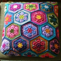 Crochet Granny Square Animal African Flowers 65 Ideas For 2019 Crochet Cushion Cover, Crochet Pillow Pattern, Crochet Cushions, Crochet Patterns, Crochet Kids Hats, Crochet Animals, Crochet African Flowers, Crochet Squares, Granny Squares