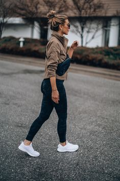 Motivation for Early Morning Workout Routines to Keep You Consistent All Year Athleisure Outfits, Sporty Outfits, Casual Winter Outfits, Mom Outfits, Cute Outfits, Trendy Outfits, Sporty Fashion, Girly Outfits, Beautiful Outfits