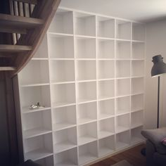 Platsbyggd bokhylla vi byggde i Stockholm.