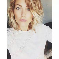 Caroline Receveur ..love her hair