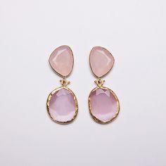 Pendientes de dos piedras en rosa palo. Ideales para combinar con looks de evento o casual wear