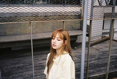 She's so pretty☹️💜I'm in love💜✨😭the first pic is taken by someone who thought Lisa looked pretty! Said there were two other girls too! blackPink together💗😆 Lisa Bp, Jennie Blackpink, Yg Entertainment, Casual Shirts With Jeans, Kpop Girl Groups, Kpop Girls, K Pop, Sehun, Black Pink ジス