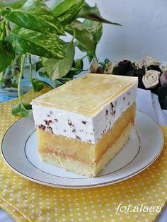 Stuffciatella apple pie- Ciasto jabłecznik stracciatella Ala bakes and cooks: apple cake Stracciatella - Apple Pie Pastry, Apple Pie Cake, Chicken And Pastry, Mini Pastries, Choux Pastry, Types Of Cakes, Healthy Cake, Vanilla Cake, Cupcake Cakes