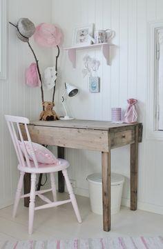 Big girl's desk for Asia <3