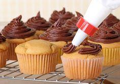 Cupcakes de Vainilla y Chocolate Te enseñamos a cocinar recetas fáciles cómo la receta de Cupcakes de Vainilla y Chocolate y muchas otras recetas de cocina.