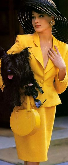 'La Dame En Jaune' from……………Elle France June 1989 feat Carla Bruni Carla Bruni, Yellow Suit, Mellow Yellow, Black N Yellow, Color Yellow, Bright Yellow, Yellow Fever, Colour, Fashion Week