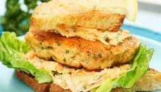 Lakseburger med gulrotsalat