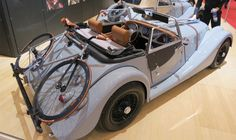 Woah how'd be driving this Morgan with a Fixie on the rack?? amazing!! #bicycles #bike #fixie #fixedgear #love #roadbike #cycling  #morgan #car @kjoreproject