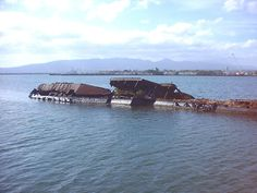 Remains today as she was when sunk on December 1941 at Pearl Harbor. Pearl Harbor 1941, Pearl Harbor Hawaii, Pearl Habour, Pearl Harbour Attack, Remember Pearl Harbor, Us Battleships, Uss Arizona, Battle Ships, Us Navy Ships