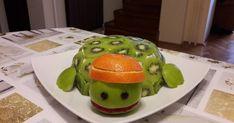 Mennyei Bababarát teknős torta recept! Kisfiam 1. születésnapjára készítettem ezt a teknős tortát. Az elkészítése pofonegyszerű, nagyon mutatós és nem utolsó sorban még finom is. Minion, Food Art, Watermelon, Ale, Fruit, Creative Food, Creativity, Ale Beer, Minions
