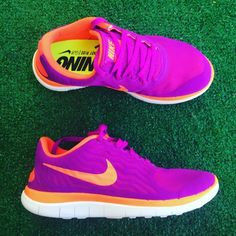 Women's Nike free 4.0 sneakers •Brand new •Authentic •Box not included •Please check out my listings for more Air Max Roshe and Running shoes Nike Shoes Athletic Shoes
