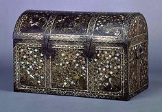 European-style Chest with Plant, Bird and Animal Designs in Mother-of-Pearl Inlay (Kyoto National Museum) Japanese Furniture, Classical Art, Everyday Items, Little Boxes, Japanese Beauty, Casket, Art Object, National Museum, Japanese Culture