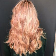 40 Strawberry Blonde Hair: Light & Dark Highlights and Style Ideas Strawberry Blonde Highlights, Strawberry Blonde Hair Color, Dark Highlights, Peachy Pink Hair, Peach Hair Colors, Long Blonde Curls, Soft Blonde Hair, Blonde With Dark Roots, Blonde Roots