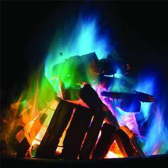 Der Feuerzusatz Mystical Fire färbt die Flammen in Feuerschale oder Feuerkorb mystisch bunt! Man gibt einfach 2-3 Päckchen in das lodernde Feuer und sofort färben sich die Flammen und leuchten in den buntesten Farben. Ein faszinierendes Schauspiel für Jung und Alt am wärmenden Feuer. Mich hat es begeistert!