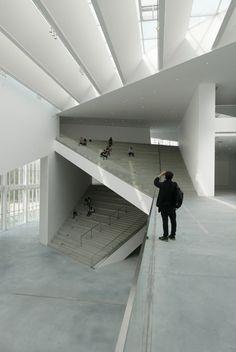 Gallery of Minsheng Contemporary Art Museum / Studio Pei-Zhu - 10 - Architecture - Arte Contemporáneo Architecture Design, Museum Architecture, Stairs Architecture, Contemporary Abstract Art, Museum Of Contemporary Art, Modern Art Museum, Contemporary Stairs, Contemporary Architecture, Design Museum