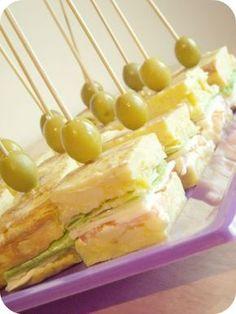 Tortilla de patata rellena con queso, jamón,lechuga y mayonesa..habrá que probarlo xD