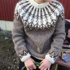 Bilderesultat for islandsgenser Jumper Knitting Pattern, Fair Isle Knitting Patterns, Jumper Patterns, Hand Knitting, Nordic Sweater, Icelandic Sweaters, Knitwear, Knit Crochet, Womens Fashion