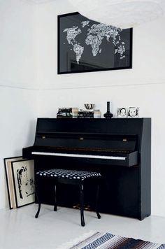 Contrasten tussen zwart en wit sieren dit Scandinavische huis - Roomed | roomed.nl