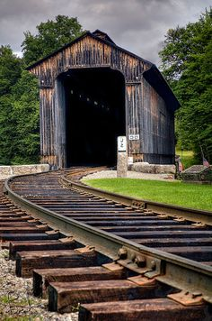 New Hampshire. Covered train bridge still used by steam engine. Railroad Bridge, Railroad Tracks, Old Bridges, Old Trains, Vintage Trains, Train Tracks, Old Buildings, Covered Bridges, Model Trains