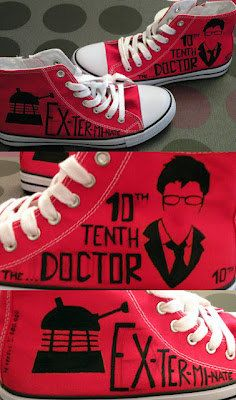 Doctor Who shoes, converse style. David Tennant, 10 Doctor, Dalek or Weeping Angel. For Jenna. Doctor Who Converse, Doctor Who Shoes, Painted Canvas Shoes, Mekka, Eleventh Doctor, Dalek, David Tennant, Dr Who, Converse Chuck Taylor