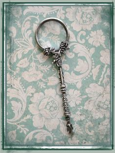 Stunning Antique Sterling Silver Magnifying Glass Pendant