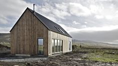 Husabost - The Long House - Rural Design Architects - Isle of Skye and the Highlands and Islands of Scotland Modern Wooden House, Modern Barn House, Long House, Rural House, House Extensions, Prefab Homes, Architect Design, Modern Architecture, Building A House