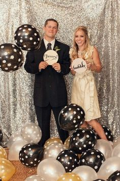 20 Ideas for Making Your New Years Eve Photo Booth *Shine* via Brit + Co