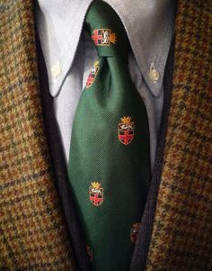 Gun Club tweed. J. Press Moon & Sons jacket, Mercer & Sons OCBD, Brooks Brothers vest, Polo tie. The tie is a slightly modified City of Rochester coat of arms.