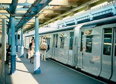 LT R stock at South Kensington 1982 London Underground Train, London Underground Stations, Metro Subway, Kensington And Chelsea, U Bahn, London Transport, Travel Oklahoma, Vintage London, Portugal Travel