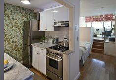 Petitemaison ++ Elegantes kleines Studio-Apartment in New York Studio Apartments, Studio Apartment Kitchen, Small Studio Apartment Design, Studio Apartment Layout, Small Apartment Decorating, Small Apartments, Studio Decorating, Tiny Studio, Studio Kitchen