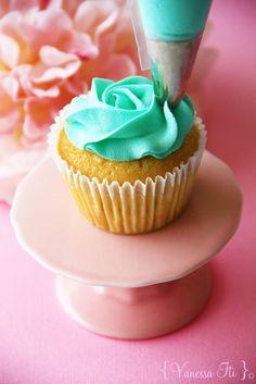 Bella Cupcakes: rose icing Tutorial