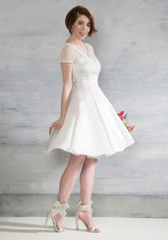 Short vintage style wedding dress. Horse-Drawn Marriage Dress in White
