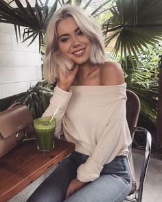Laura Jade Stone Love her hair and style Chic Outfits, Spring Outfits, Fashion Outfits, Womens Fashion, Estilo Fashion, Ideias Fashion, Laura Jade Stone, Her Hair, Poses