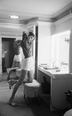 {love stories № 06 : audrey hepburn & robert wolders} Audrey Hepburn Outfit, Audrey Hepburn Mode, Aubrey Hepburn, Sabrina Audrey Hepburn, Zendaya Coleman, Lily James, Robert Wolders, Divas, Roman Holiday